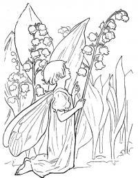 Ландыш фея смотрит на ландыши
