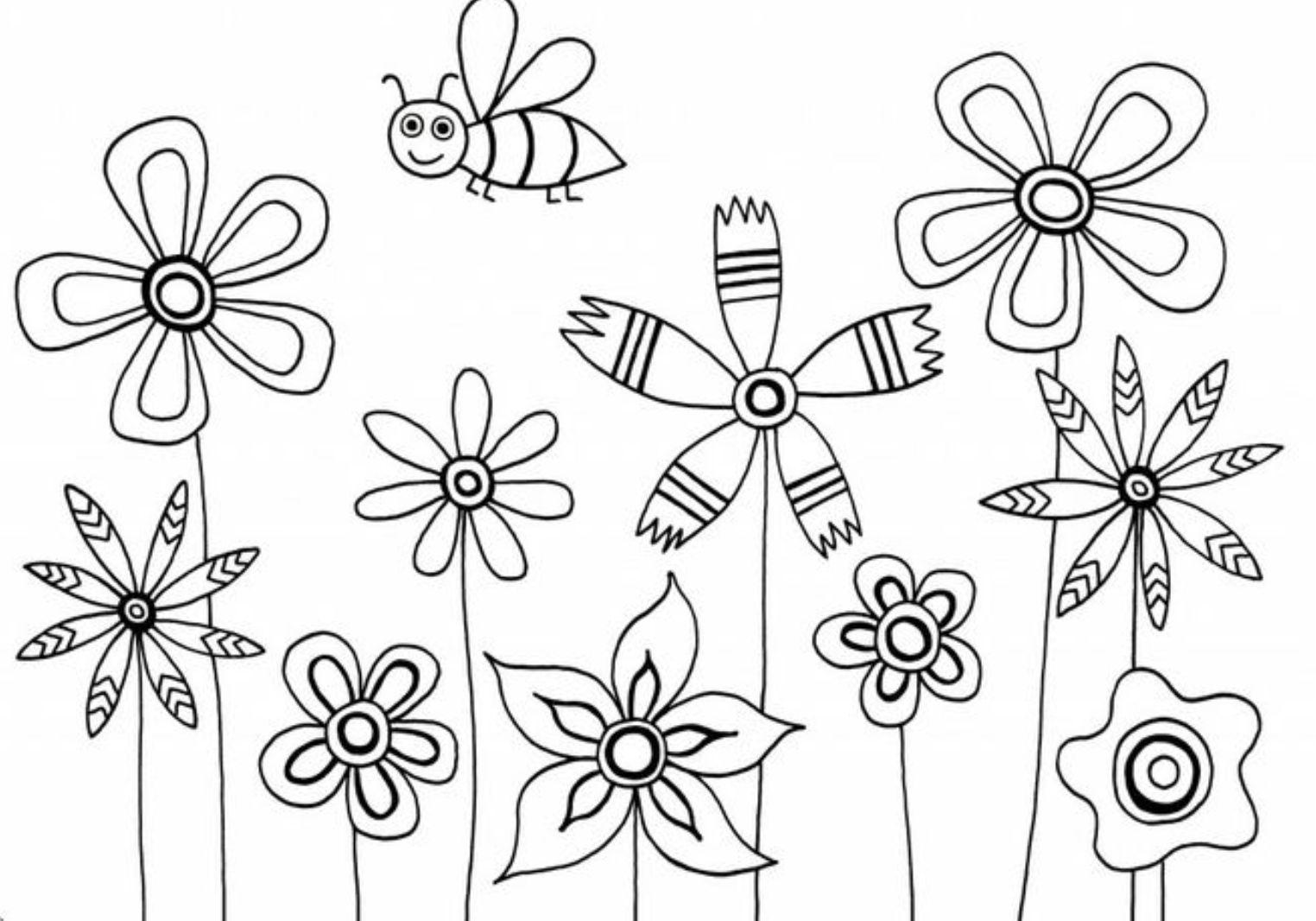 Пчелка над клумбой с цветами