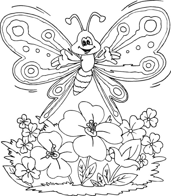 Бабочка летит над полевыми цветами